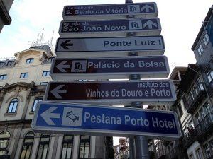 """Wo geht es hier zum echten Portwein? Das """"Instituto dos Vinhos do Douro e Porto"""" weist den Weg."""