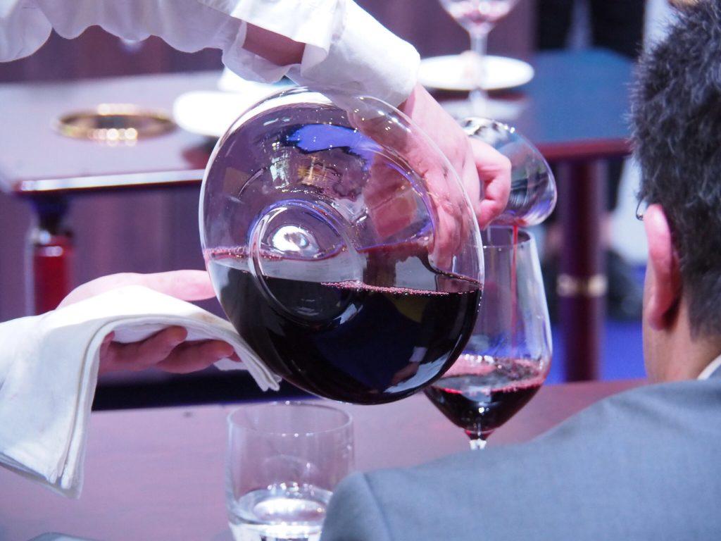 Diskussionsrunde libanesischer Winzer Weinservice Wettbewerb Competition