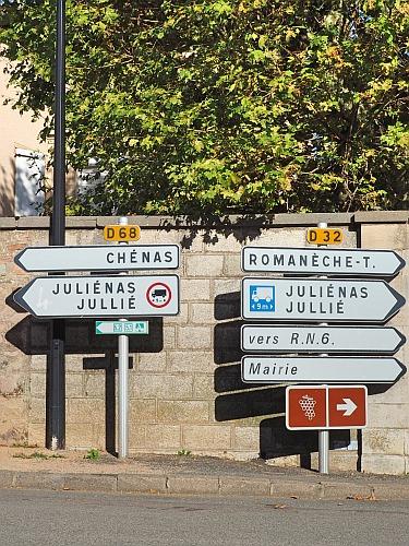 Beaujolais Juliénas Chénas Straßenschilder Ortsnamen Cru Appellation