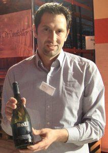 Eric Manz aus Rheinhessen mit Cuvée aus Chardonnay und Weißburgunder vom Jahrgang 2015