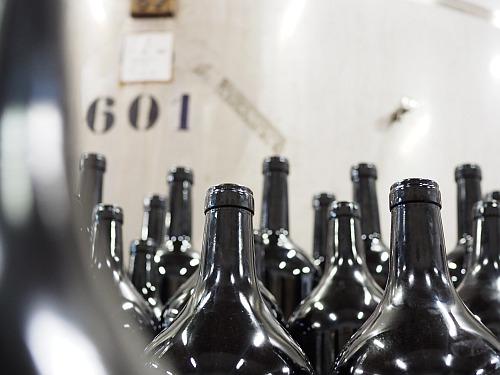 Wein abfüllen, auch mit Magnumflaschen und anderen Sondergrößen