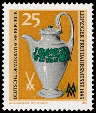 Wein und Briefmarken Meissener Porzellan